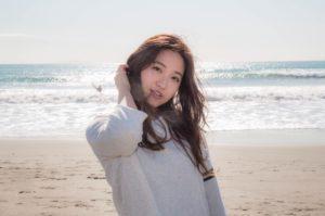 砂浜での写真モデル